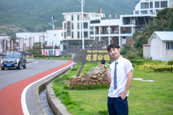 原创             浙江最美的沿海公路,一侧是翠绿青山,一侧是汪洋大海,美不胜收