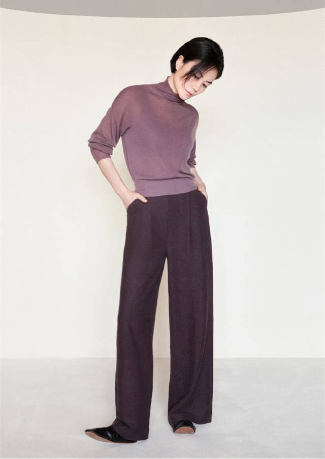 原创王菲内衣大片曝光,微透高领针织衫搭阔腿裤,性感和保守都要有