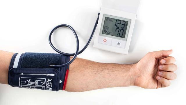 """原创高血压患者最害怕什么?一天有2个""""致命""""时刻,很多人选择忽视"""