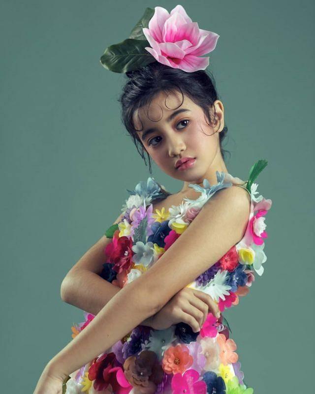 柬埔寨小公主进军演艺圈!8岁能歌善舞成网红,染红发演绎酷帅风