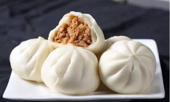 广东一食品厂摊位出了问