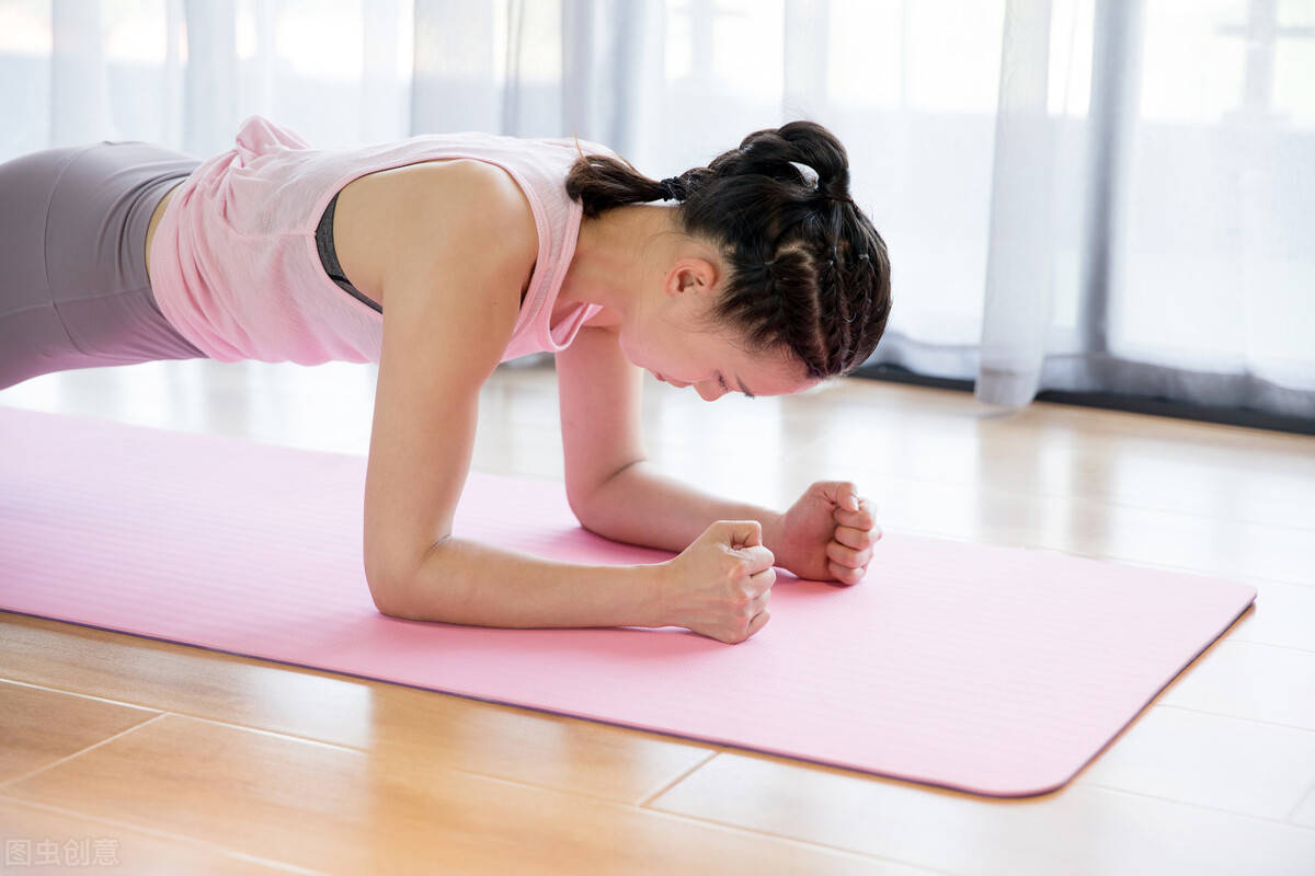 如何强化核心?4个动作帮你加强核心肌群,解锁更多难度动作!