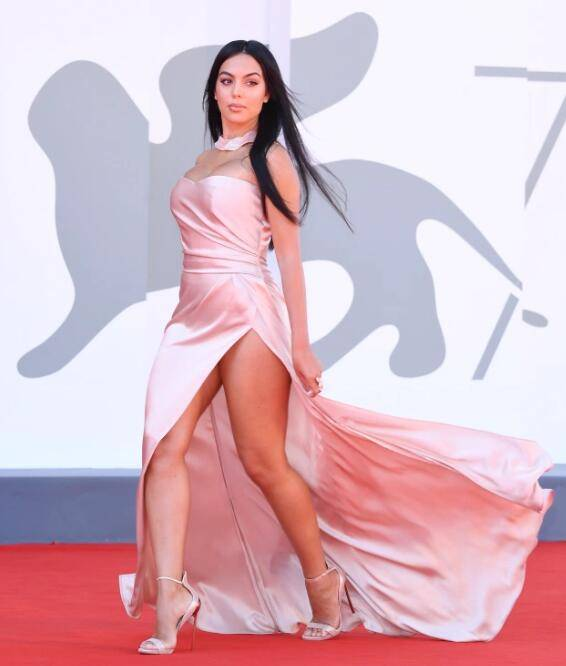 C罗女友参加威尼斯电影节,这波大腿hold不住(图3)