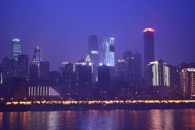 广州深圳历年gdp_上半年GDP排位战:深圳失速,武汉崛起,青岛护盘,苏州生猛