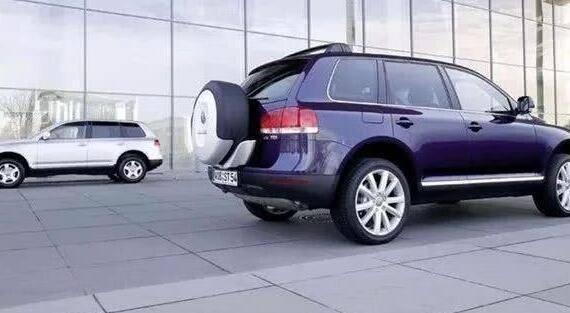 <strong>为什么现在备胎后挂的SUV比较少见?内行人说出</strong>