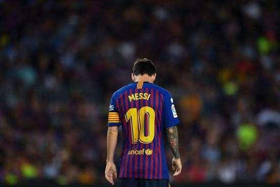 """西蒙-库珀宣告了一篇名为""""FC巴塞罗那何时"""