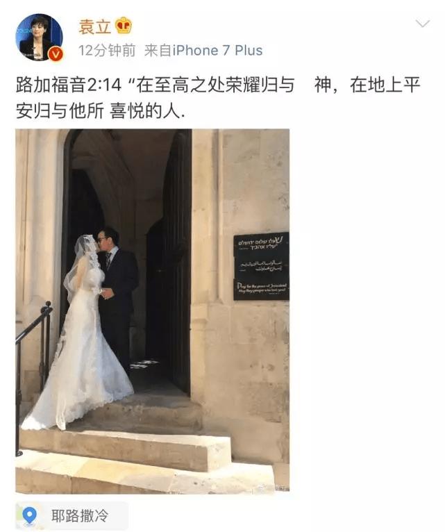 网友偶遇袁立并合影留念 体态臃肿大腿粗壮抢镜