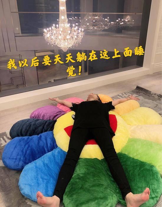 周扬青的生日是由他的家人送到他父亲的