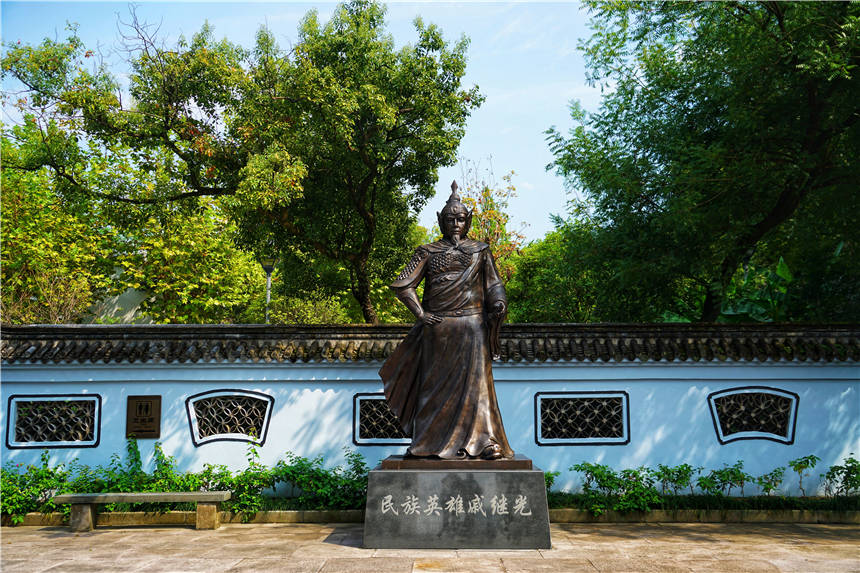 原创             中国最秀丽的长城,位于浙江临海,被称为八达岭长城的蓝本
