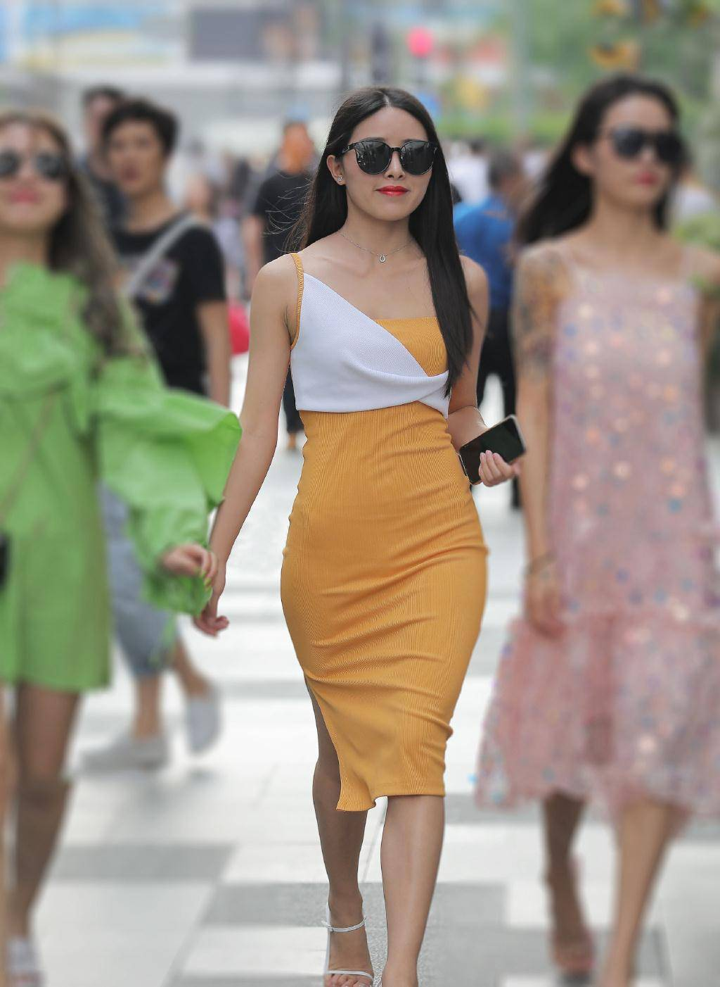 款式时尚的针织裙,兼具修身与舒适,追求出众气质的你值得一试