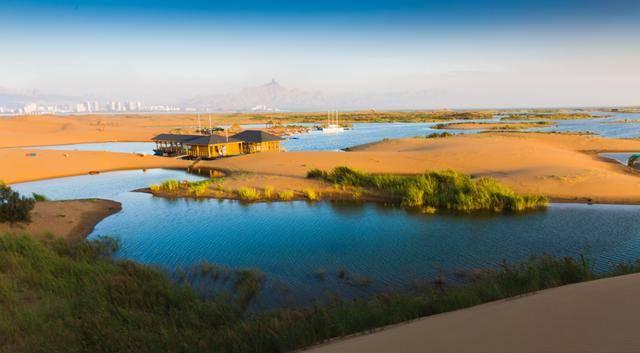 国庆攻略——探寻秋日秘境,去乌海湖畔寻找最浪漫的沙海相依