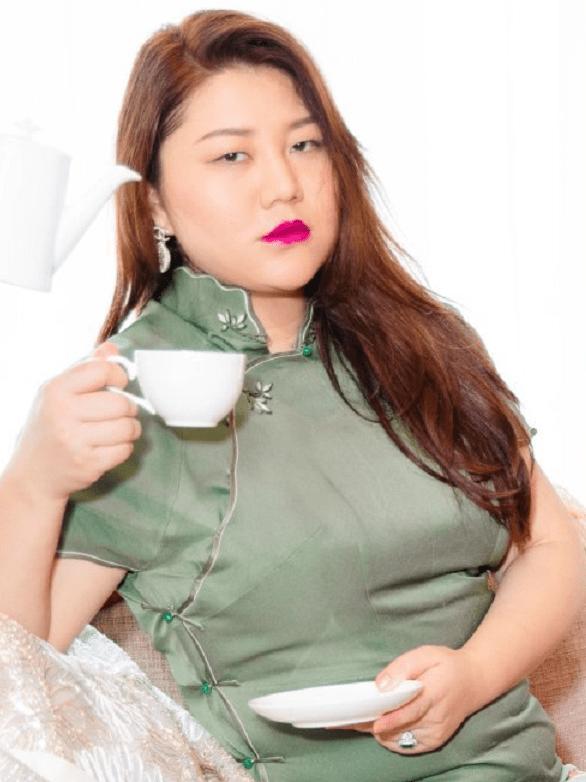 """杨天真穿旗袍露面,独特气质好自信,这才是真正的""""丰腴身材"""""""
