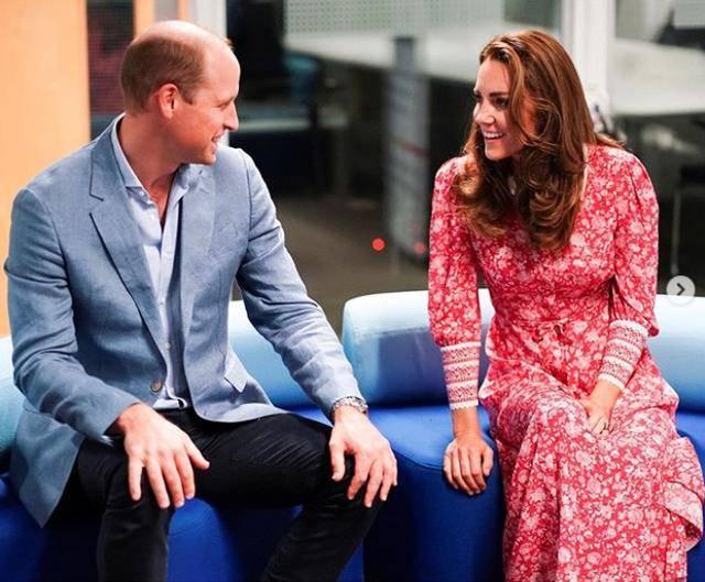 凯特曾因裙子被风吹翻遭骂,今裙子再翻却受好评,威廉做法太明智