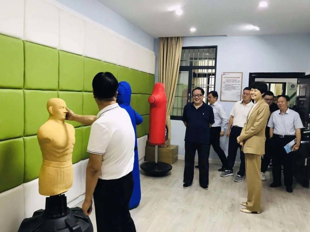 """""""调研组走进校园观光。 耒阳市第二中学"""