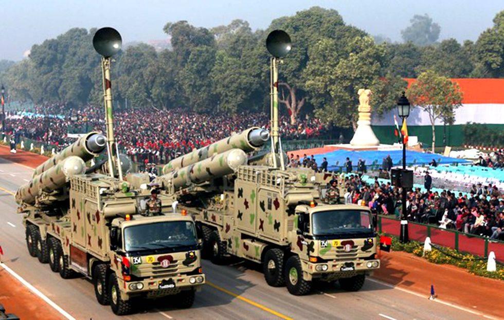 """新""""布拉莫斯""""导弹全长8.1米导弹发射"""
