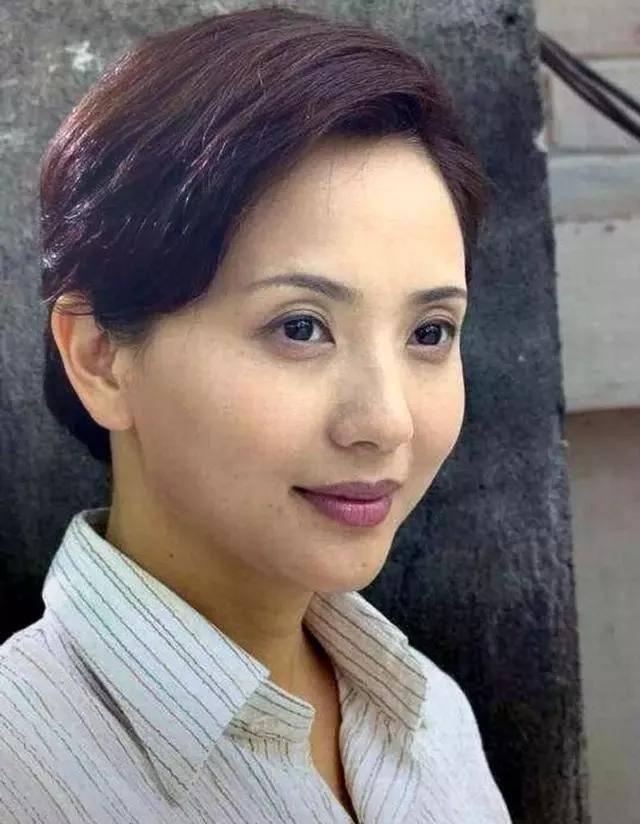 为爱守寡13年,从江南第一佳丽到母亲业余户,她的美从不败光阴(图17)