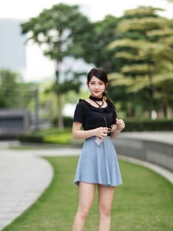 街拍:小姐姐帅气的裙子更显时尚年轻,还可以衬托出你的不凡气质