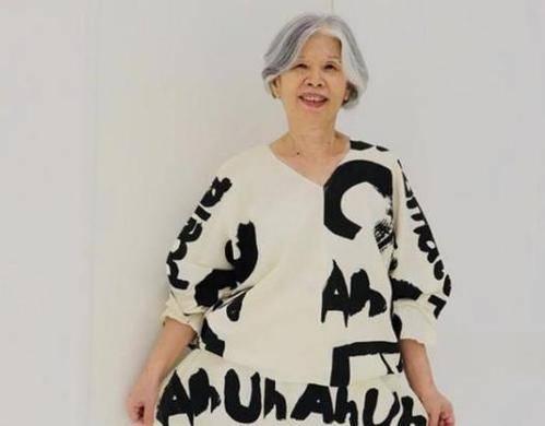 周杰伦多次夸赞妈妈时尚,看到照片,一般人比不了这种潮范