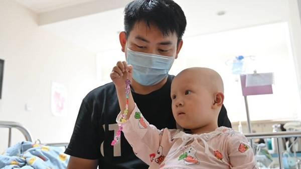 3岁女孩罹患罕见病,90后父亲日搬砖万块筹钱救女