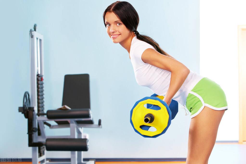 几个居家自重动作,每天一组让你大汗淋漓,达到健身的效果!