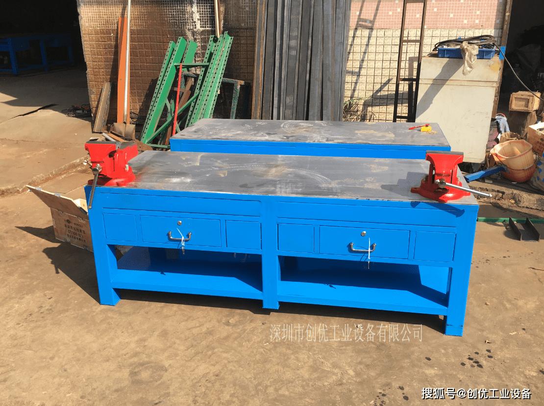 标题答:钢板模具桌和铁板钳工桌的区别