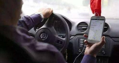 重新安置乘客 将大大小小的工具放在车上.滴滴司