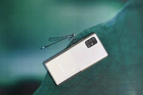 年轻人的专属时尚手机这部三星GalaxyA715G当仁不让