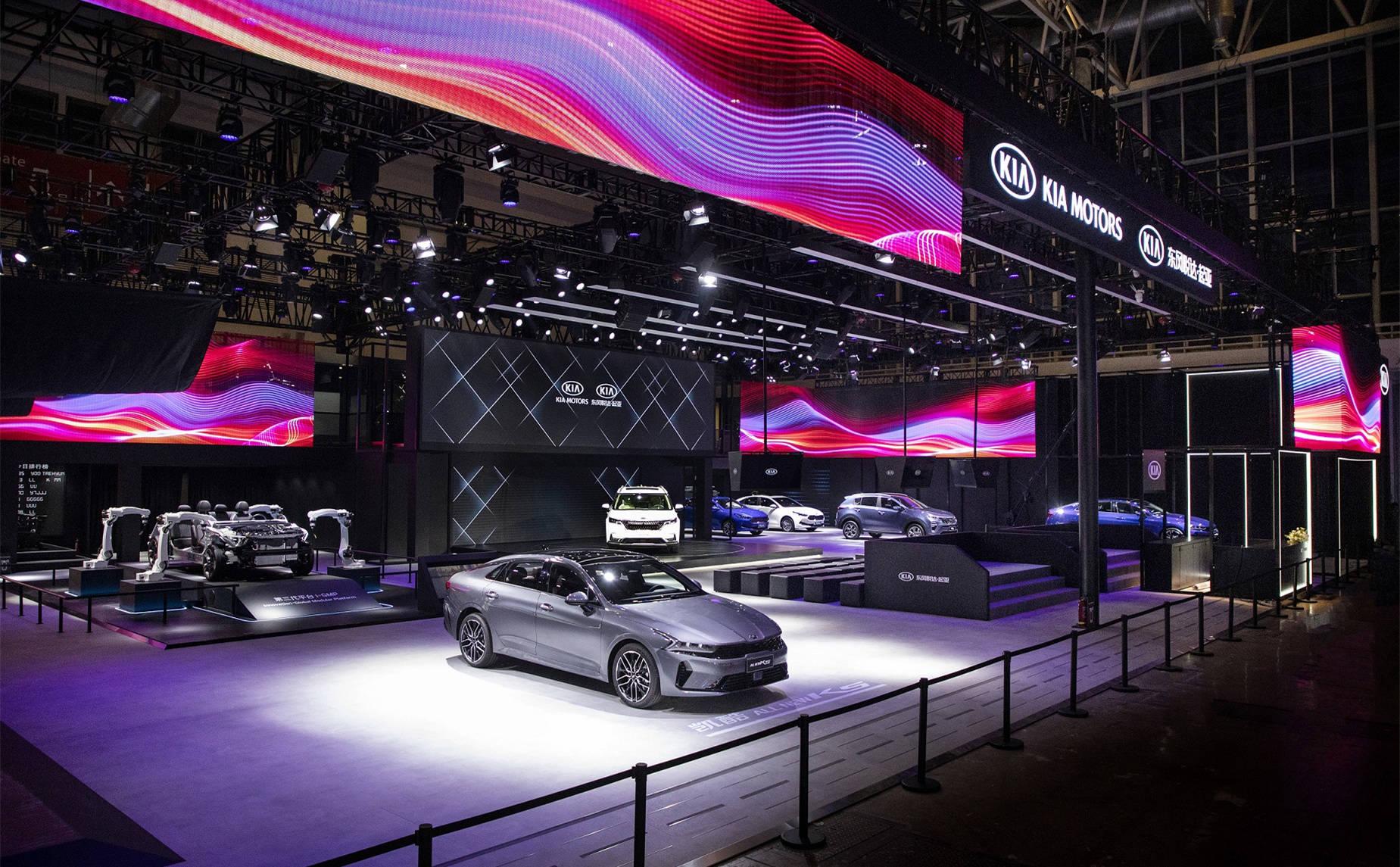 还以为是辆全尺寸SUV:起亚嘉华实车亮相,销售顾问说明年3月开卖