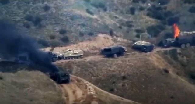 山區死地!阿塞拜疆車隊遭襲,掐頭去尾堵在山道,戰車一一被打爆
