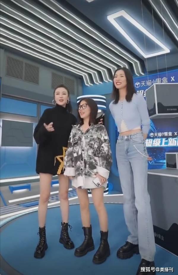 刘雯穿露腰装量腿,身高178腿长116,网友