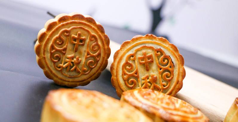 月饼是垃圾食品吗?中秋节该如何吃月饼?