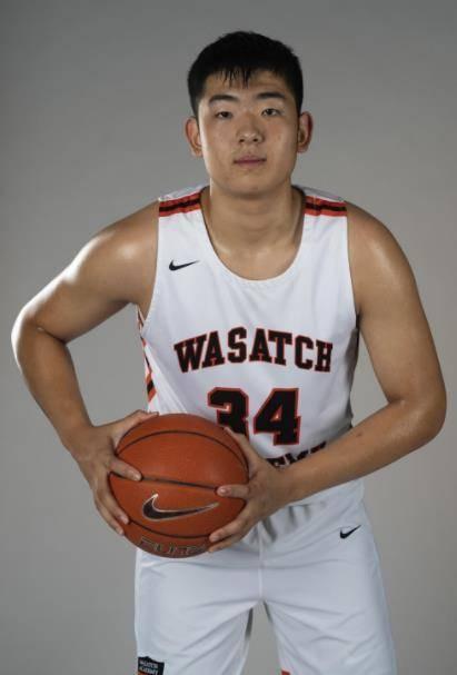 16岁新星行进显着,身高2.05米,有望接班表哥进入中国男篮