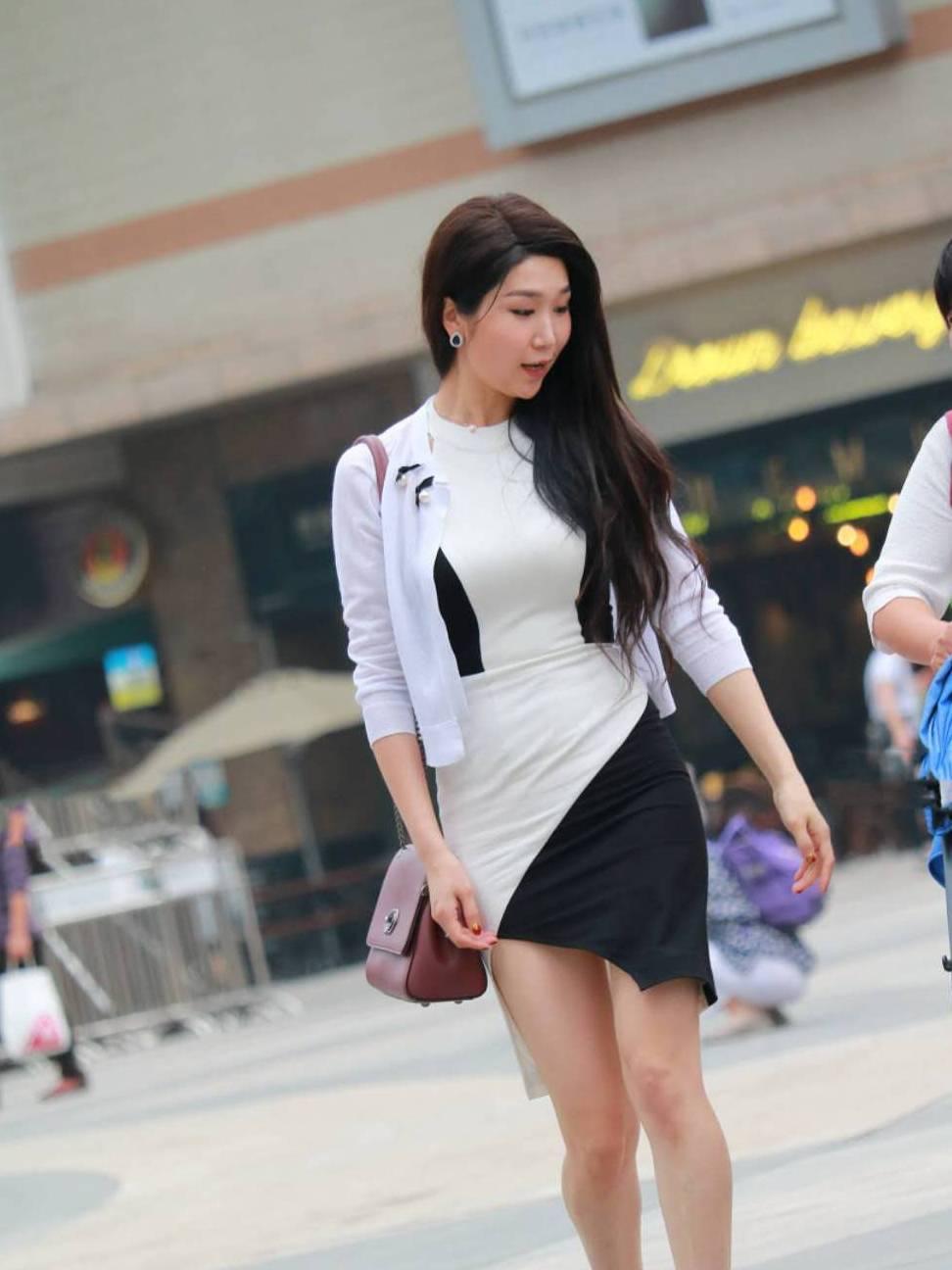 街拍:时尚美女学会穿搭,就是一道靓丽的风景线