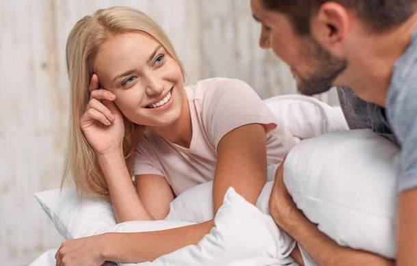 早上抱着一对情侣的生活能得到什么好处?大部分人可能不会在意 我们来看看
