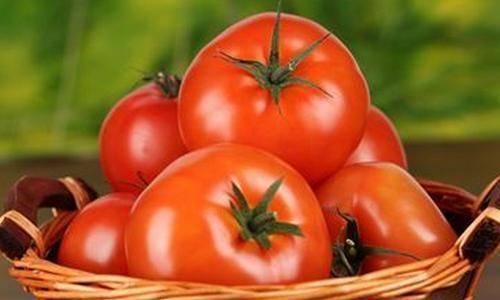 """西红柿抗氧化防衰老,但提醒这3类人要少吃,别给身体找""""麻烦"""""""