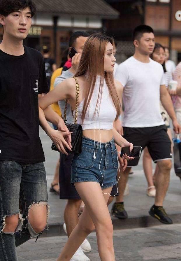 街拍:第二部纯粹 第四部中国女孩很自得
