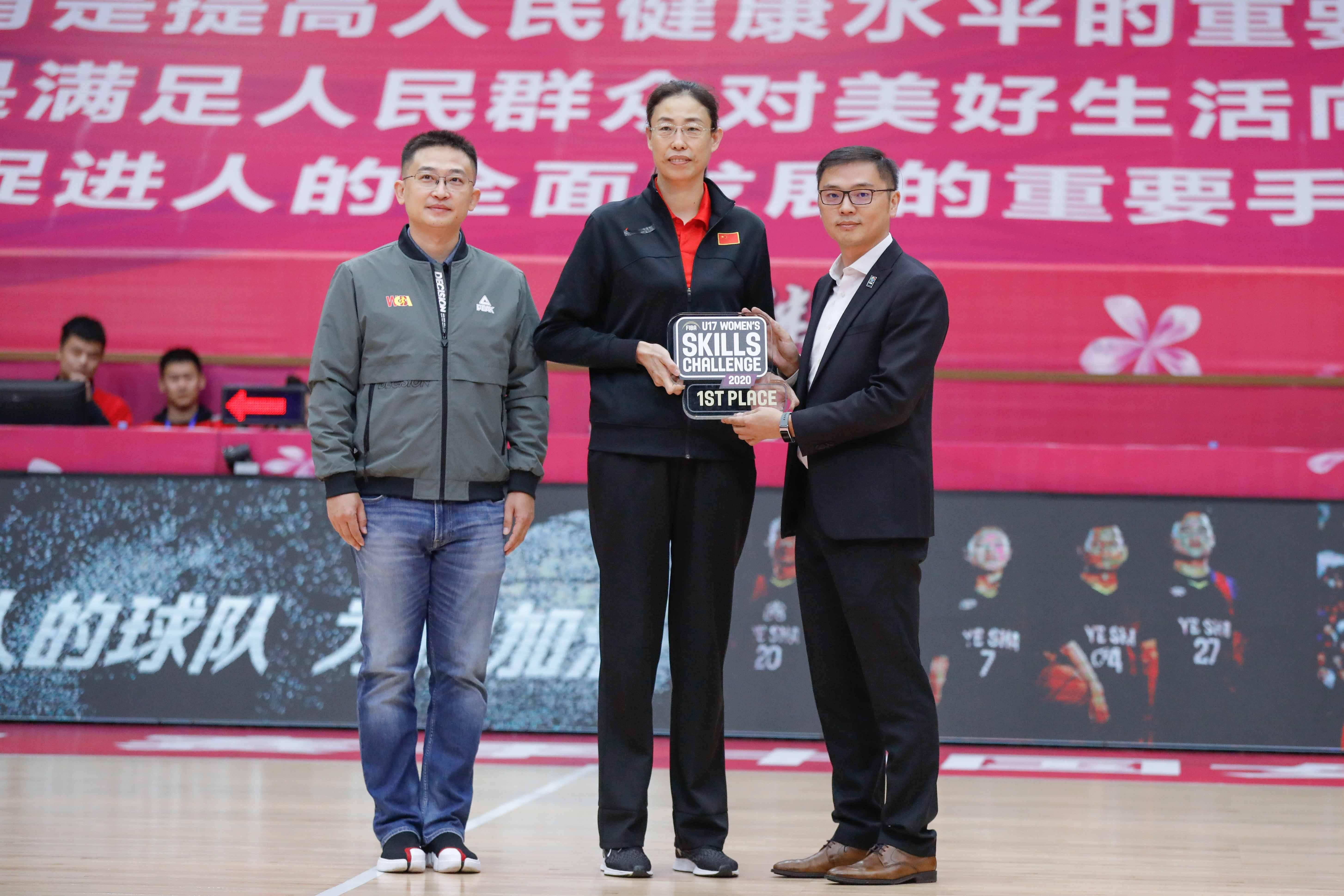 国际篮联U17女篮技巧挑战赛国青女篮夺冠 颁奖仪式成都举办