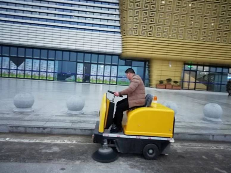 2000A驱动电动清扫车在某机械厂的应用