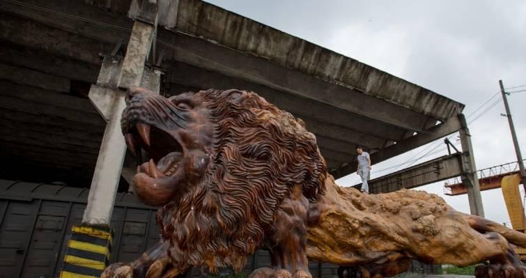 "k5电竞官网:价值一亿多元的""野兽""被丢在废弃的工厂无人看管 根雕工欲哭无泪"