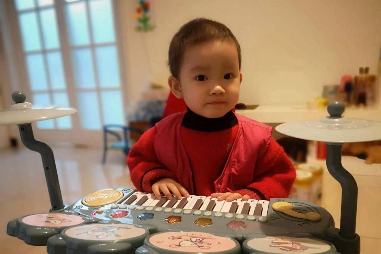 """安徽4岁小萝莉,一场""""感冒咳嗽""""毁了整个家,母亲祈求早日解脱"""