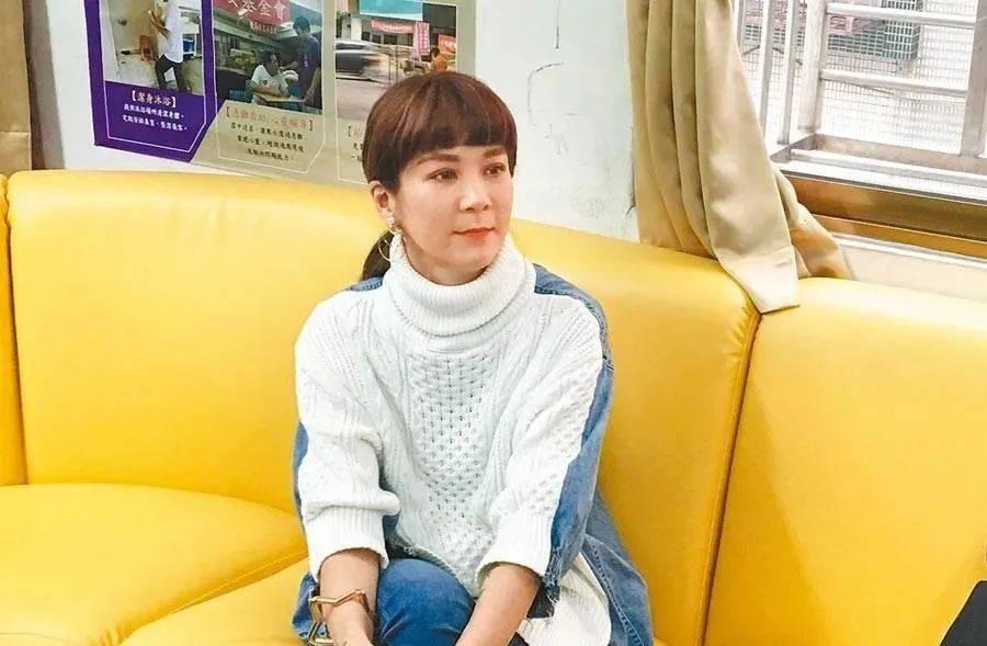 袁惟仁中风2年靠轮椅出行,18岁儿卖衣求生计