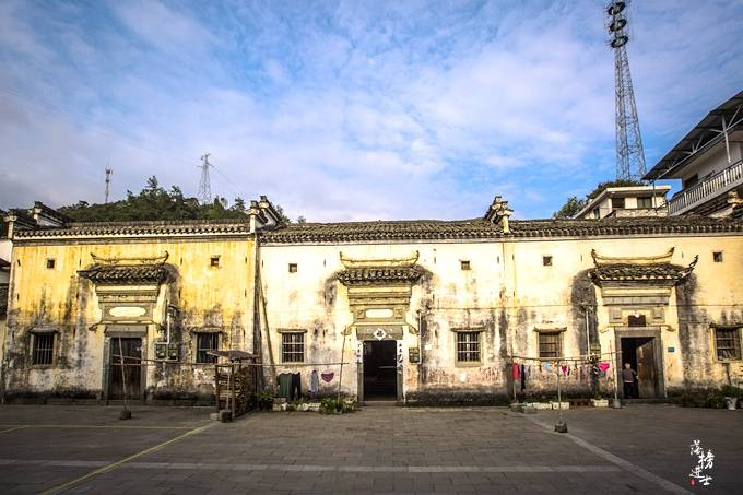 原创             安徽歙县有一座美丽乡村,历史悠久,从这里走出了著名的徽茶文化