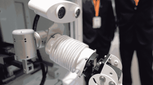 马斯克执着的蛇形机器人充电为什么在中国发展不起来?