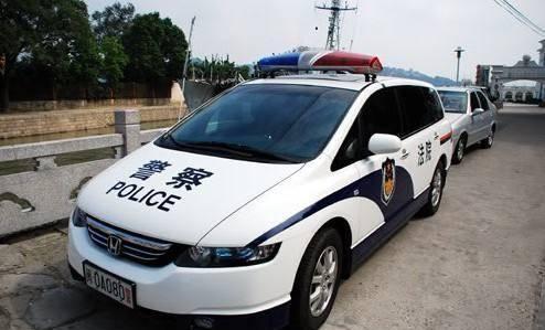 """为什么有些警车上喷印的是""""公安"""",而有些喷印的是""""警察""""?"""