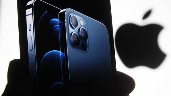 iPhone12中国预定量三天超15万部 iPhone12蓝色翻车实际颜色巨丑