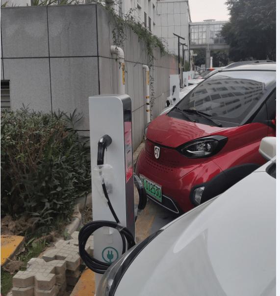 便民!桂林市七星路28号5台电动汽车充电桩正式投入运营