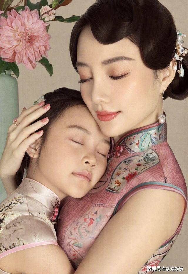 甜馨8岁生日,李小璐和贾乃亮一起庆祝,夫妻同心送祝福语