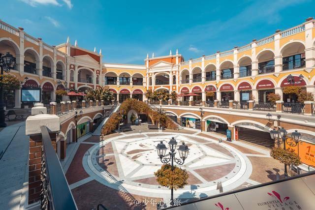 广州南站附近藏一意大利宫殿,中央广场光门洞就有上百个