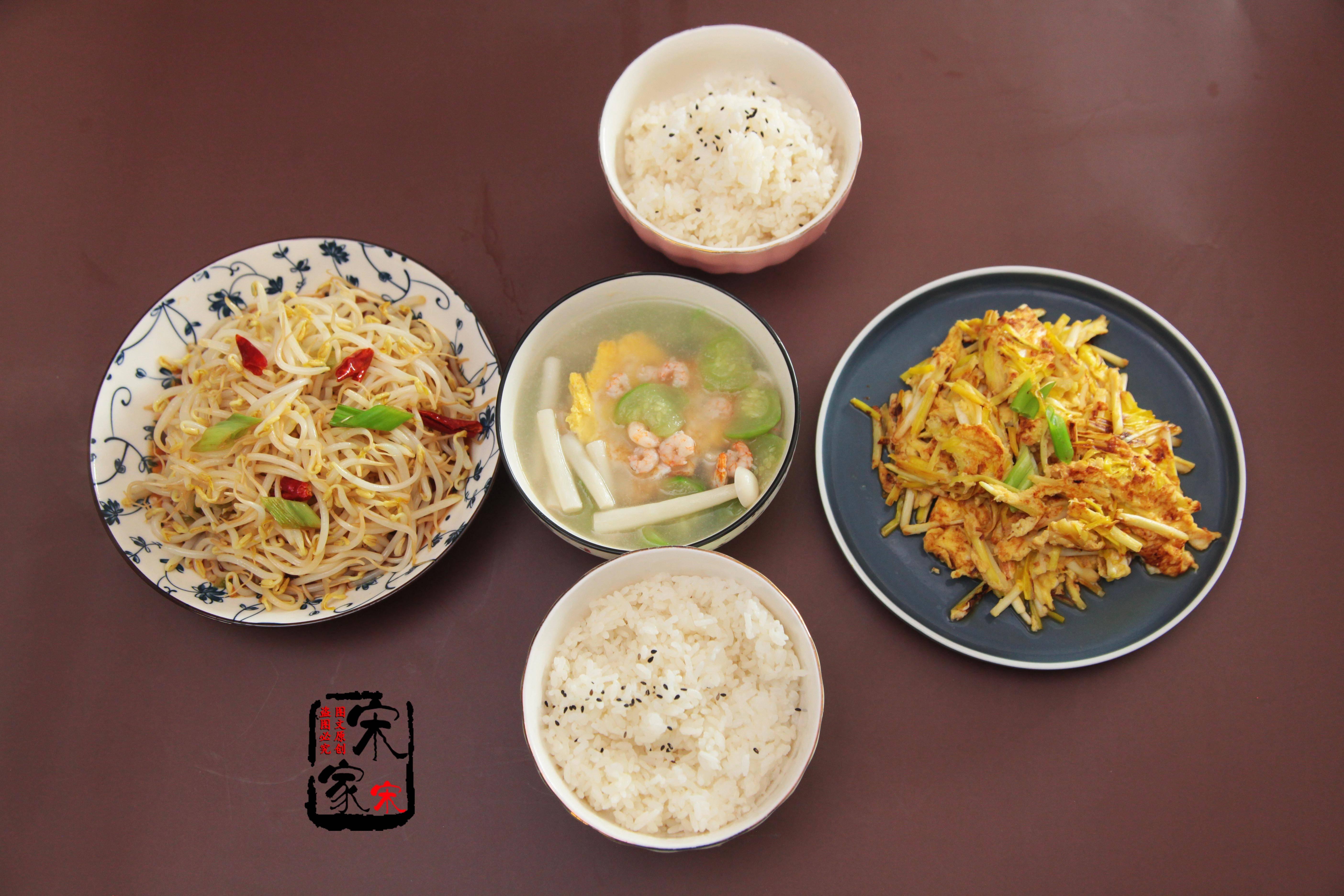 两口子的轻食晚餐,2菜1汤,简单营养,网友:一看就是北方人!