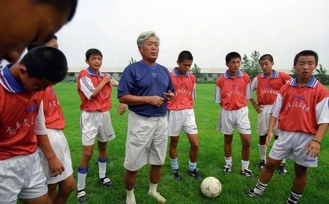 悲痛!81岁国足名宿去世,带国足冲出亚洲第一人,回顾他执教生涯